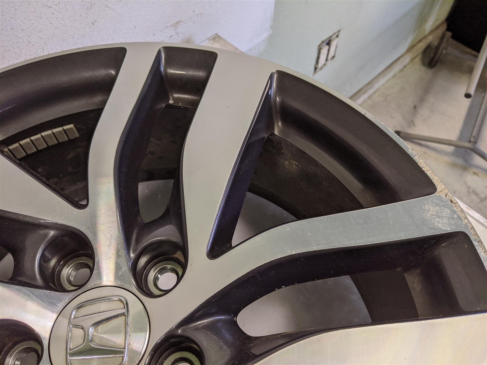2018 Honda Pilot 20x8 Alloy Rim, Used Scratches Replacement