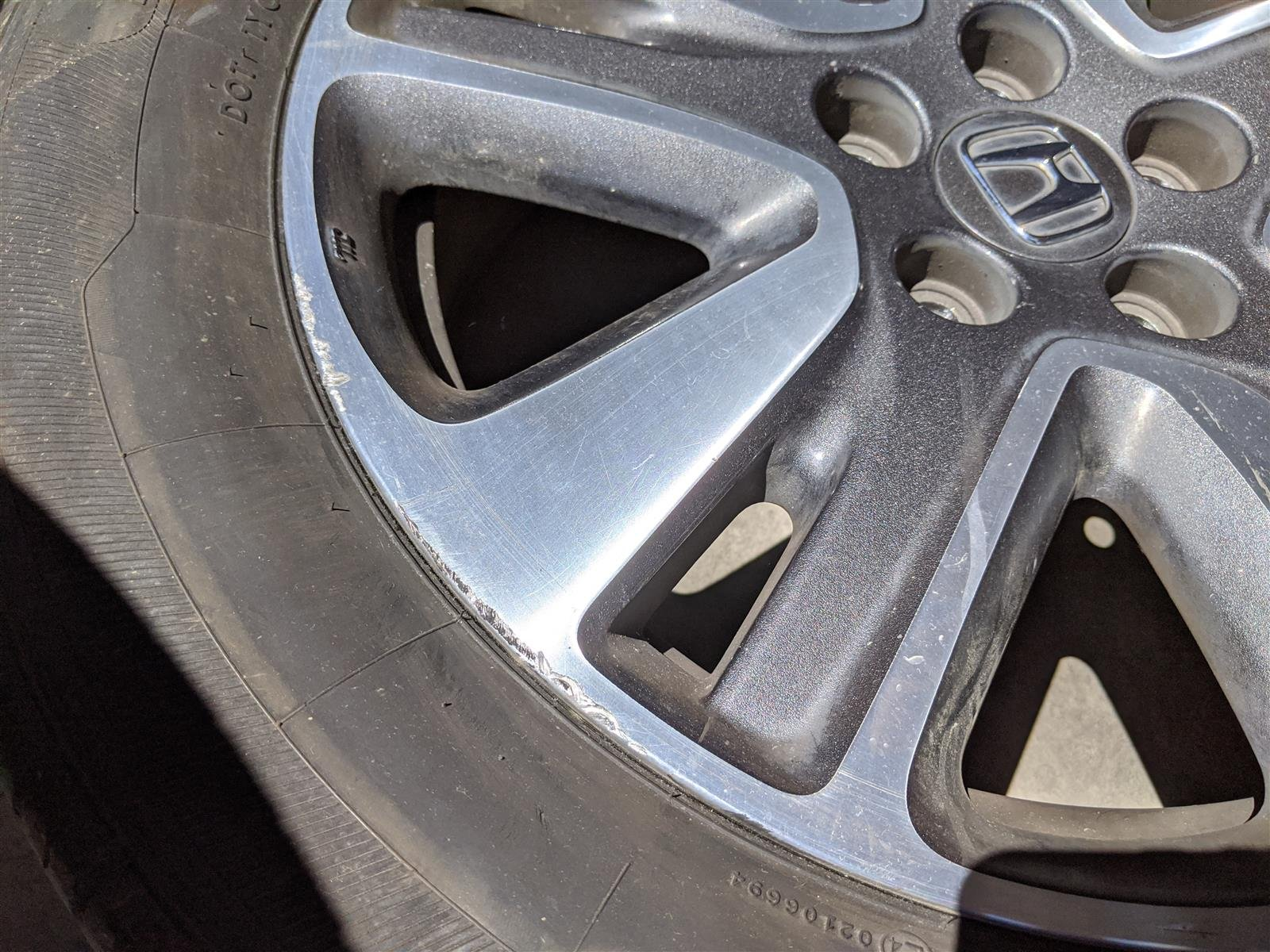 2014 Honda Odyssey Rear Driver 18 Inch Rim, Small Curb Replacement